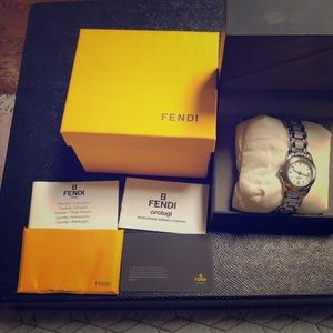 Fendi watch in good condition!!